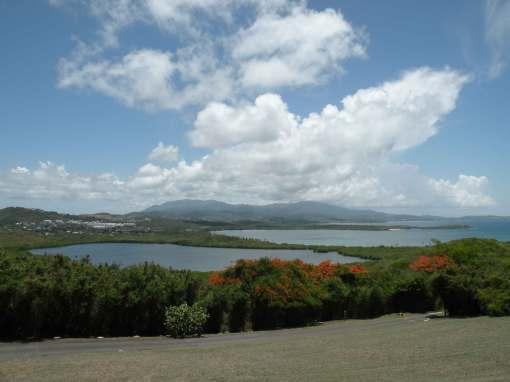 Vista hacia el Yunque desde el Faro de las Cabezas de San Juan